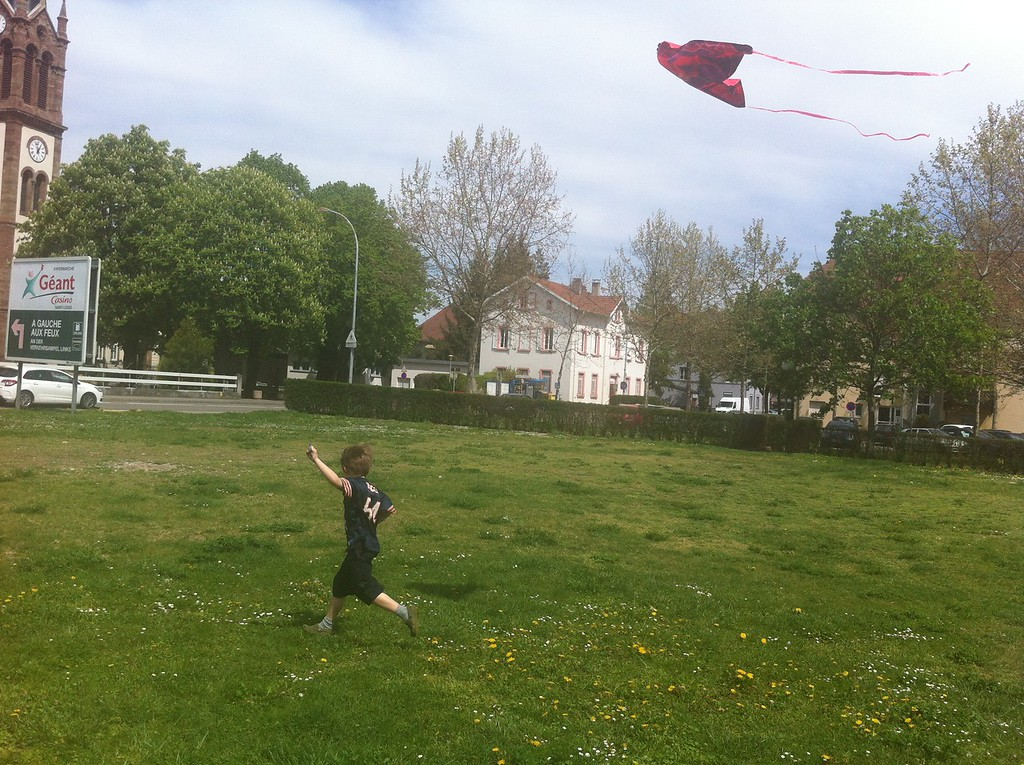088 J Flying his Kitew