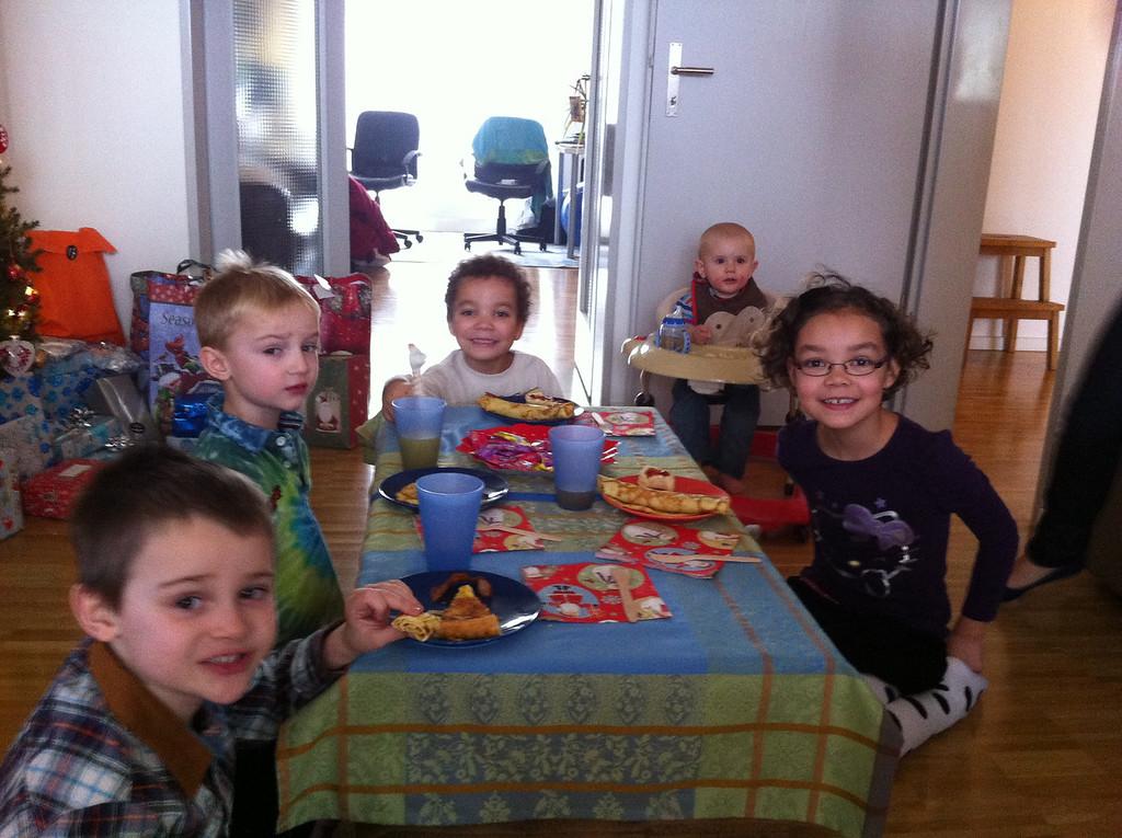 Kiddie brunch table
