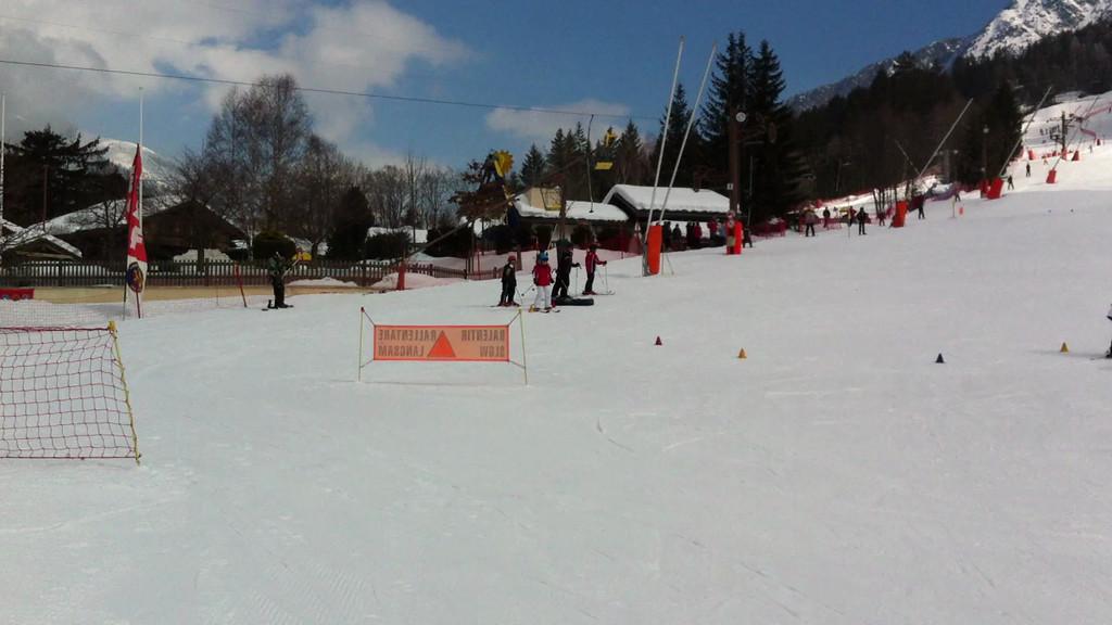051 Em Ski School
