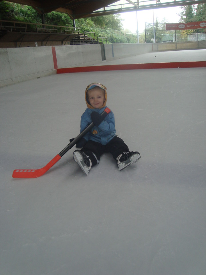 Danny & I played ice-hockey for a bit, but it was rather tiring for us both, so he sat down for a while to play with the stick