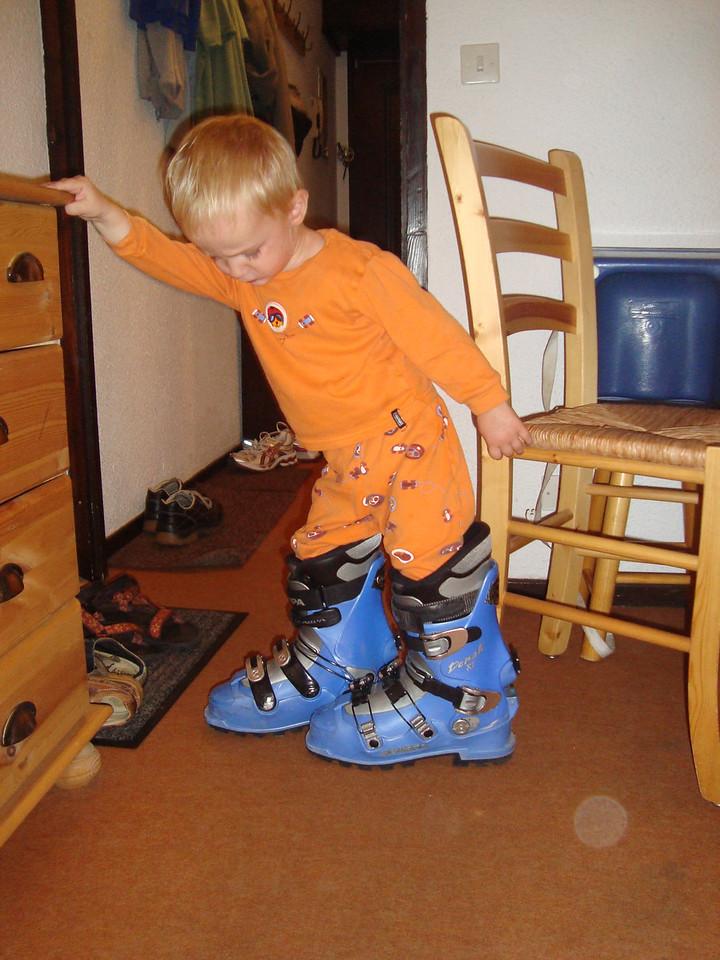 The kiddies are ready for ski season ...